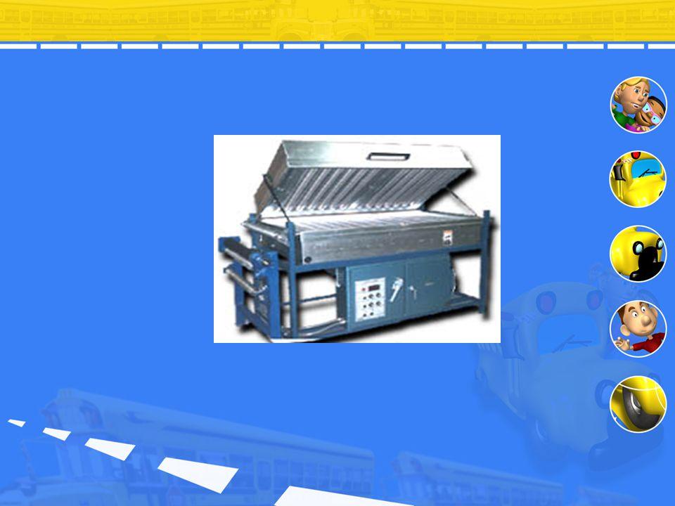 Pengeringan Pellet Proses pengeringan dilakukan terhadap campuran homogen pellet dan pigmen menggunakan oven dryer. Material dimasukkan ke dalam oven,