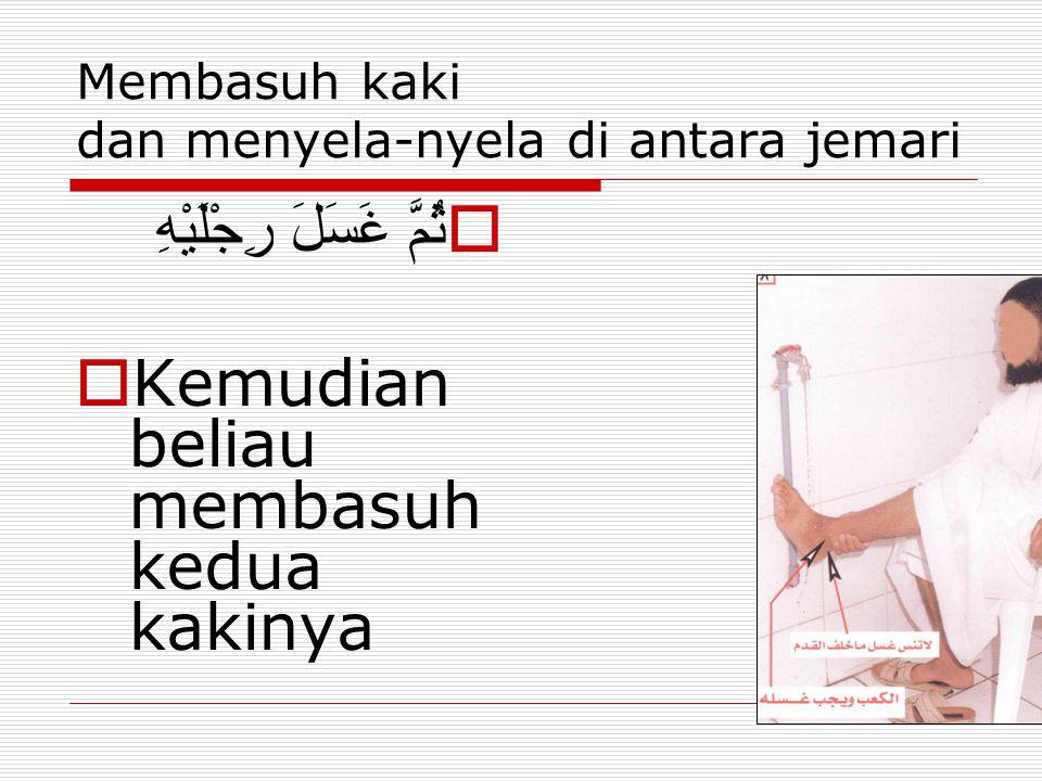 Membasuh kaki dan menyela-nyela di antara jemari  ثُمَّ غَسَلَ رِجْلَيْهِ  Kemudian beliau membasuh kedua kakinya