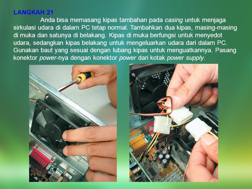 LANGKAH 21 Anda bisa memasang kipas tambahan pada casing untuk menjaga sirkulasi udara di dalam PC tetap normal. Tambahkan dua kipas, masing-masing di