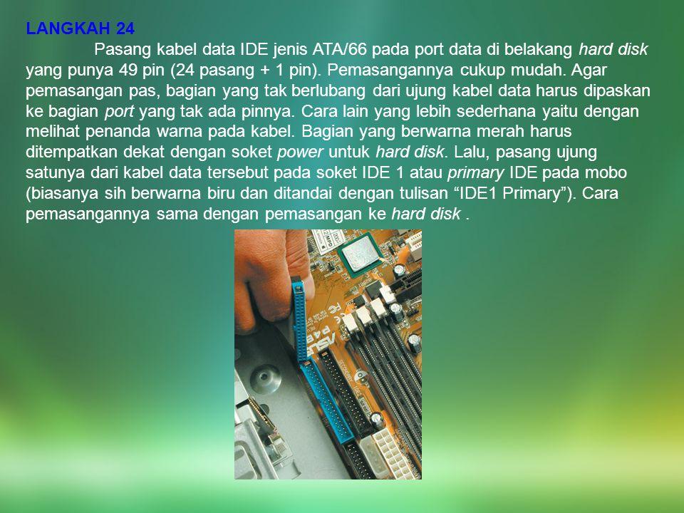 LANGKAH 24 Pasang kabel data IDE jenis ATA/66 pada port data di belakang hard disk yang punya 49 pin (24 pasang + 1 pin). Pemasangannya cukup mudah. A