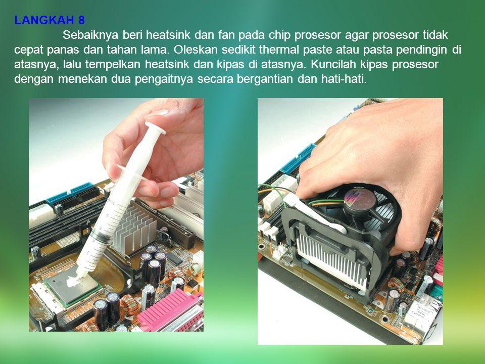 LANGKAH 8 Sebaiknya beri heatsink dan fan pada chip prosesor agar prosesor tidak cepat panas dan tahan lama. Oleskan sedikit thermal paste atau pasta