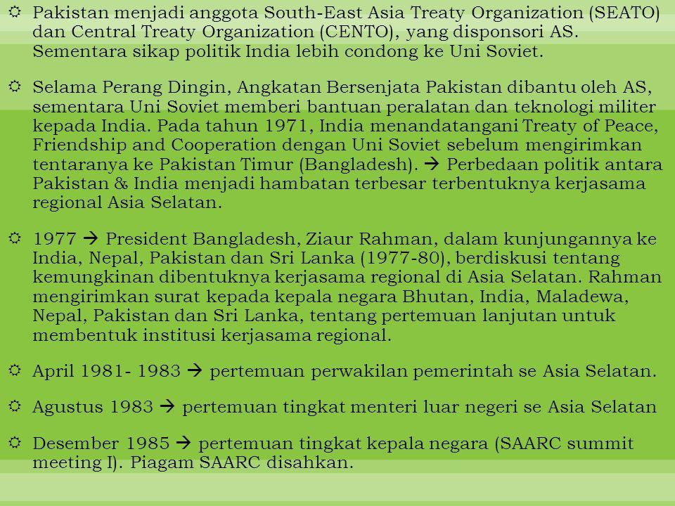  Pakistan menjadi anggota South-East Asia Treaty Organization (SEATO) dan Central Treaty Organization (CENTO), yang disponsori AS. Sementara sikap po