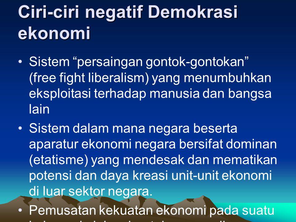 """Ciri-ciri negatif Demokrasi ekonomi Sistem """"persaingan gontok-gontokan"""" (free fight liberalism) yang menumbuhkan eksploitasi terhadap manusia dan bang"""